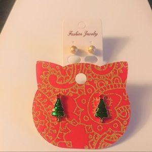 Jewelry - Christmas tree earring set